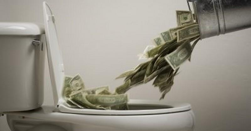 10 znakov, že sa rútite do finančnej samovraždy, hoci to tak necítite